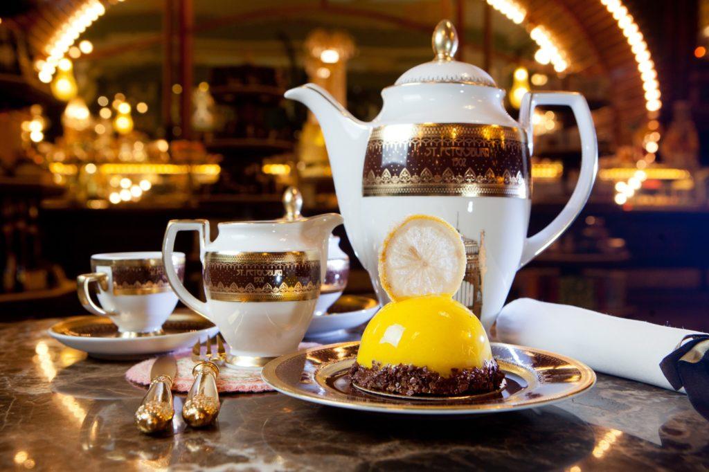 Le thé à la russe au café