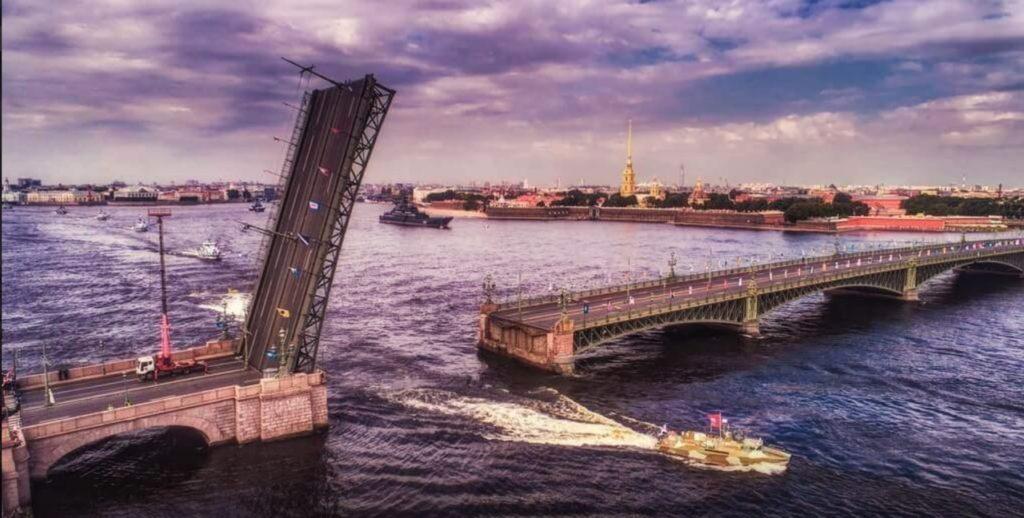 le pont de la trinité ouvert