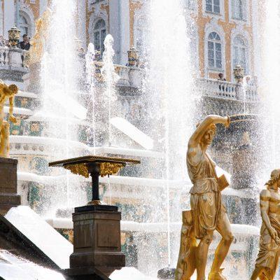 Les fontaines à Peterhof