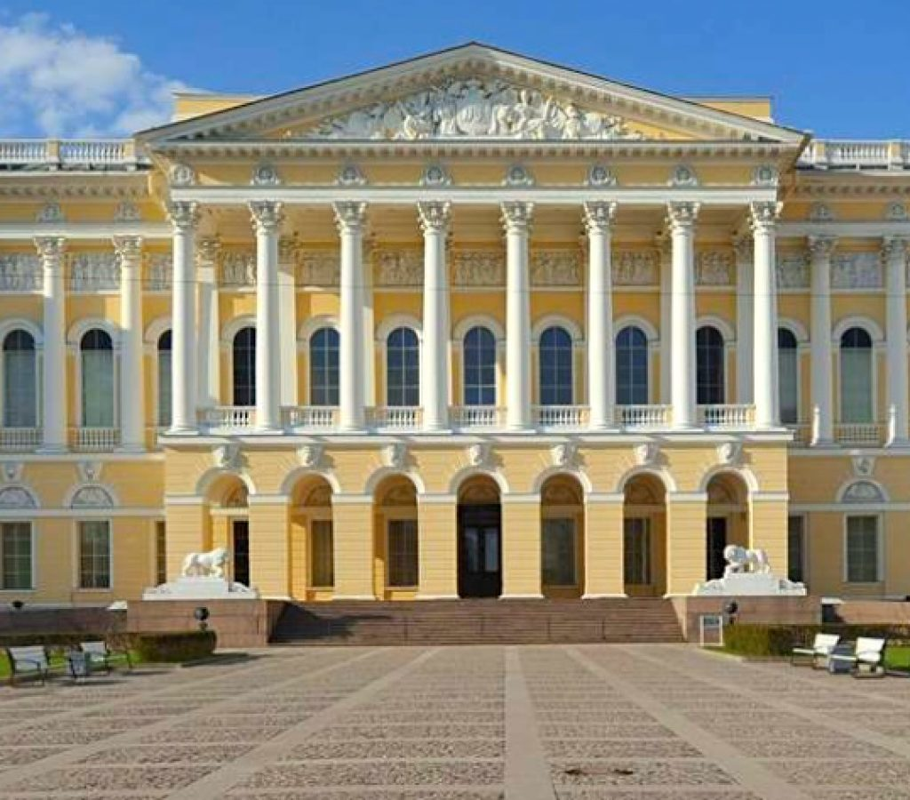 la facade principal du musée russe
