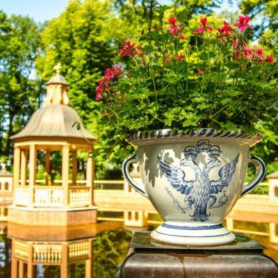 le jardin d'été à Saint-Pétersbourg