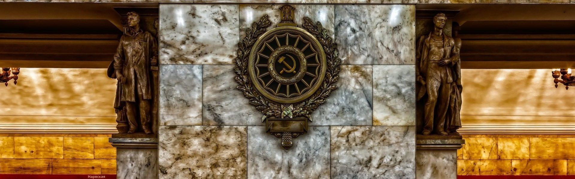 le panorama du métro de Saint-Pétersbourg