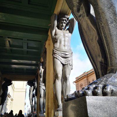 les atlantes de Saint-Pétersbourg
