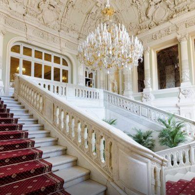l'escalier au palais Youssoupov